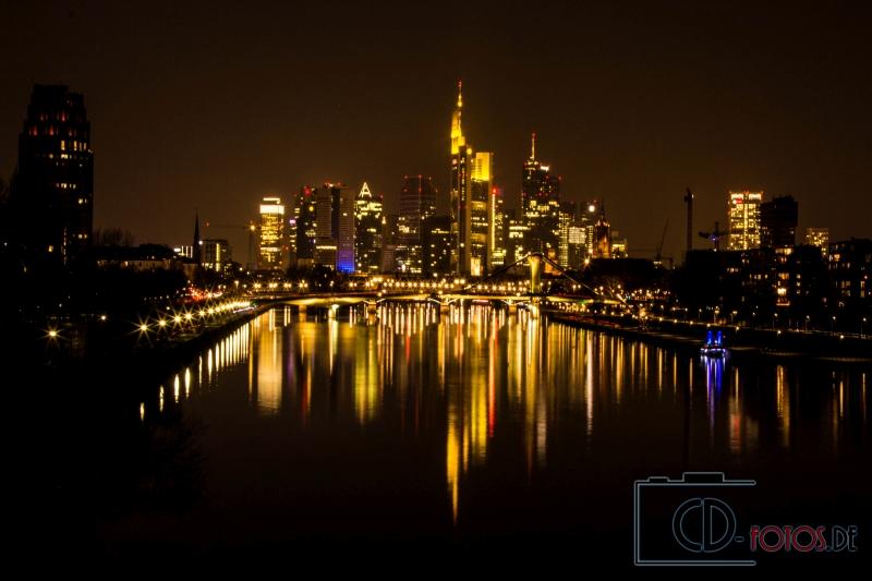 Frankfurt am Main Skyline bei Nacht